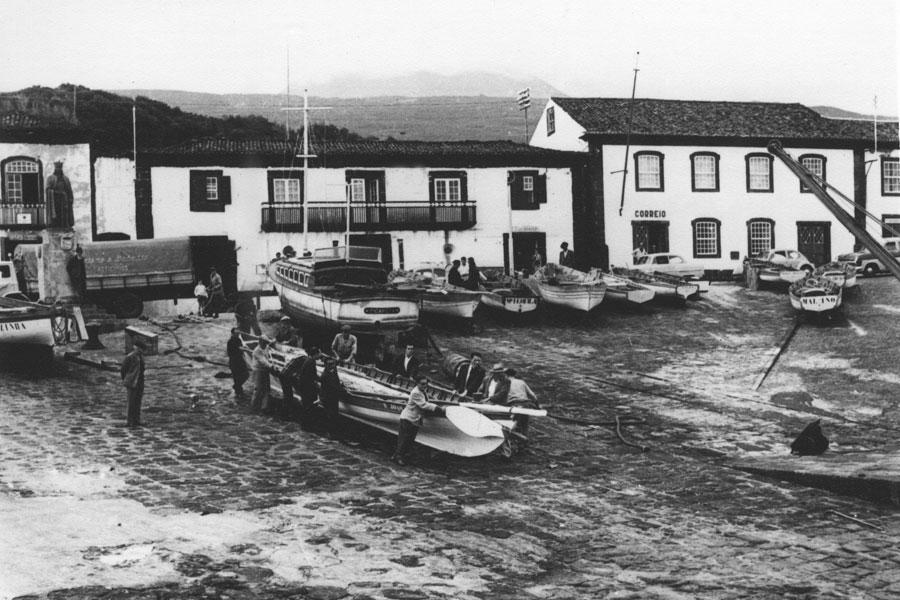 """Porto baleeiro do """"Cais Velho"""". São Roque do Pico"""